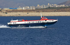 Aéroglisseur se déplaçant en mer Égée Image stock
