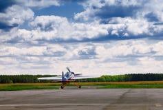 Aéronefs à la piste Photo libre de droits