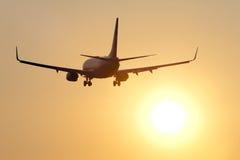 Aéronefs contre le coucher du soleil Photographie stock