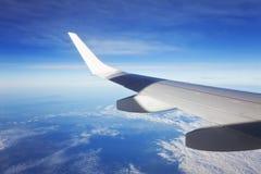 Aéronefs d'aile et le ciel Photo stock