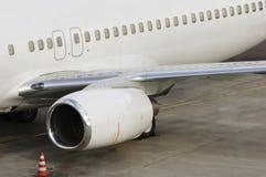 Aéronefs dans l'aéroport Photo libre de droits