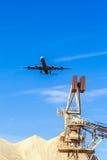 Aéronefs dans l'approche d'atterrissage Images libres de droits