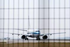 Aéronefs dans les aéroports Images libres de droits