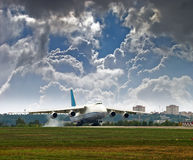 Aéronefs de transport pour le décollage Images libres de droits