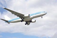 Aéronefs prêts pour l'atterrissage Photo stock