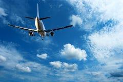 Aéronefs sur le ciel bleu Photos libres de droits