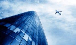Aéronefs sur le ciel de Changhaï Image libre de droits