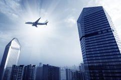 Aéronefs sur le ciel de Changhaï Photographie stock