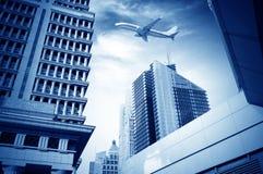 Aéronefs sur le ciel de Changhaï Photos libres de droits