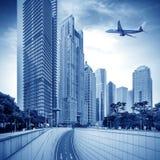 Aéronefs sur le ciel de Changhaï Photos stock