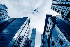 Aéronefs sur le ciel de Changhaï Photographie stock libre de droits