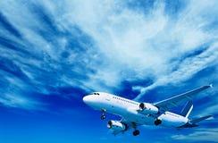 Aéronefs sur un fond de ciel nuageux Photographie stock