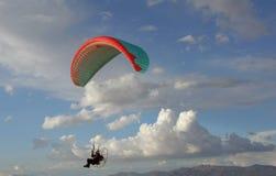 Aéronefs ultra-légers au-dessus de désert Images stock