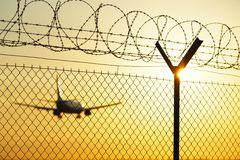 Aéroport au coucher du soleil Photo libre de droits