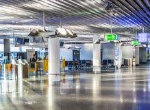 Aéroport au début de la matinée avec le contrôle ouvert Images stock