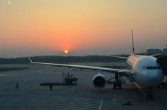 Aéroport au lever de soleil Photos libres de droits
