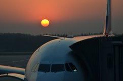 Aéroport au lever de soleil Photographie stock libre de droits