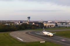 Aéroport - décollage d'avions Image libre de droits