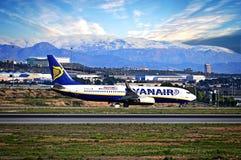 Aéroport d'Alicante d'avions de Ryanair Photographie stock libre de droits