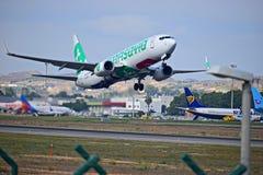 Aéroport d'Alicante de vol de lignes aériennes de Transavia Photos libres de droits