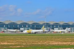 Aéroport d'Alicante Elche de lignes aériennes de Primera Photos stock