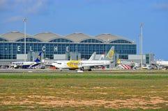 Aéroport d'Alicante Elche de lignes aériennes de Primera Photographie stock libre de droits
