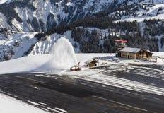Aéroport d'Altiport dans une montagne alpine Image libre de droits