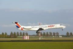 Aéroport d'Amsterdam Schiphol - Embraer 145 d'HOUBLON ! terres Photos stock