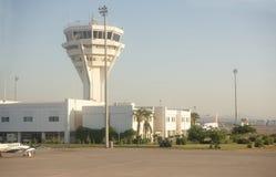 Aéroport d'Antalya, Turquie, tôt le matin Avions sur le parkin Images stock