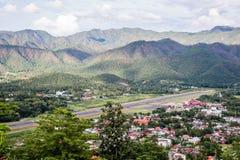 Aéroport dans la ville de montagne Photos stock