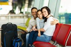 Aéroport de attente de famille Image stock