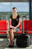 Aéroport de bagage de femme d'affaires Images libres de droits