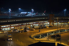 Aéroport de Berlin la nuit Photos libres de droits