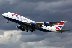 Aéroport de Boeing 747-400 Londres Heathrow d'avion de British Airways Images stock