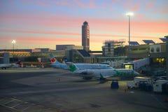 Aéroport de Boston au lever de soleil, Boston, le Massachusetts, Etats-Unis Photos libres de droits