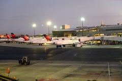 Aéroport de Boston au lever de soleil, Boston, le Massachusetts, Etats-Unis Images stock
