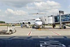 Aéroport de Bruxelles Avion en préparation Image libre de droits