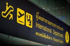 Aéroport de connexion de contrôle international de départ et de passeport Photos libres de droits