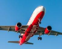 AÉROPORT DE CORFOU, GRÈCE - 14 SEPTEMBRE 2013 : Avions de l'atterrissage de société de voies aériennes d'Airberlin à l'aéroport C Images libres de droits