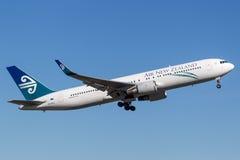 Aéroport de départ de Sydney d'avions d'Air New Zealand Boeing 767 Image libre de droits