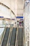 Aéroport de DFW - passagers dans la station de Skylink Images libres de droits