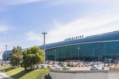 Aéroport de Domodedovo de façade moscou Images stock