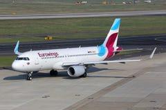 Aéroport de Dusseldorf d'avion d'Eurowings Airbus A320 Photographie stock