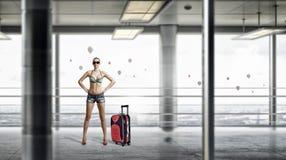 Aéroport de femme de randonneur d'accroc Media mélangé Image stock