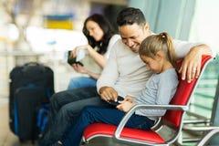 Aéroport de fille de père Photo stock