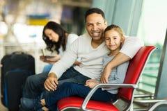 Aéroport de fille de père Images libres de droits