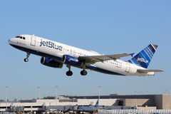 Aéroport de Fort Lauderdale d'avion de Jetblue Airbus A320 Images stock