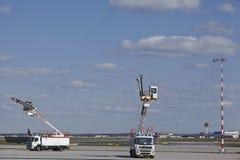 Aéroport de Francfort (Allemagne) - entretenez les véhicules Image stock