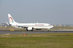 Aéroport de Francfort - Boeing 737-800 de maroc royal d'air décolle Photos stock