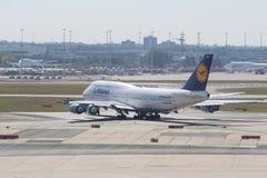 Avions à l'aéroport de Francfort Images libres de droits